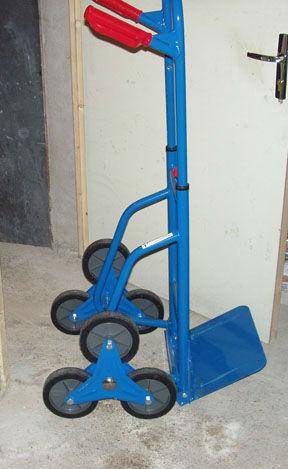 diable 6 roues pour monter les escaliers entre voisin. Black Bedroom Furniture Sets. Home Design Ideas